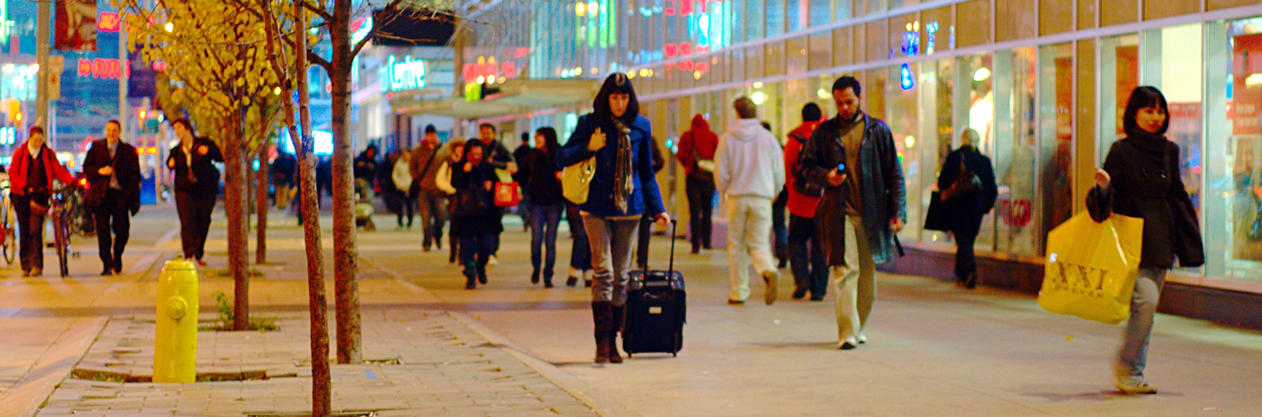 Shoppers_on_Dundas,_near_Yonge