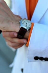 zegarek na brązowym pasku